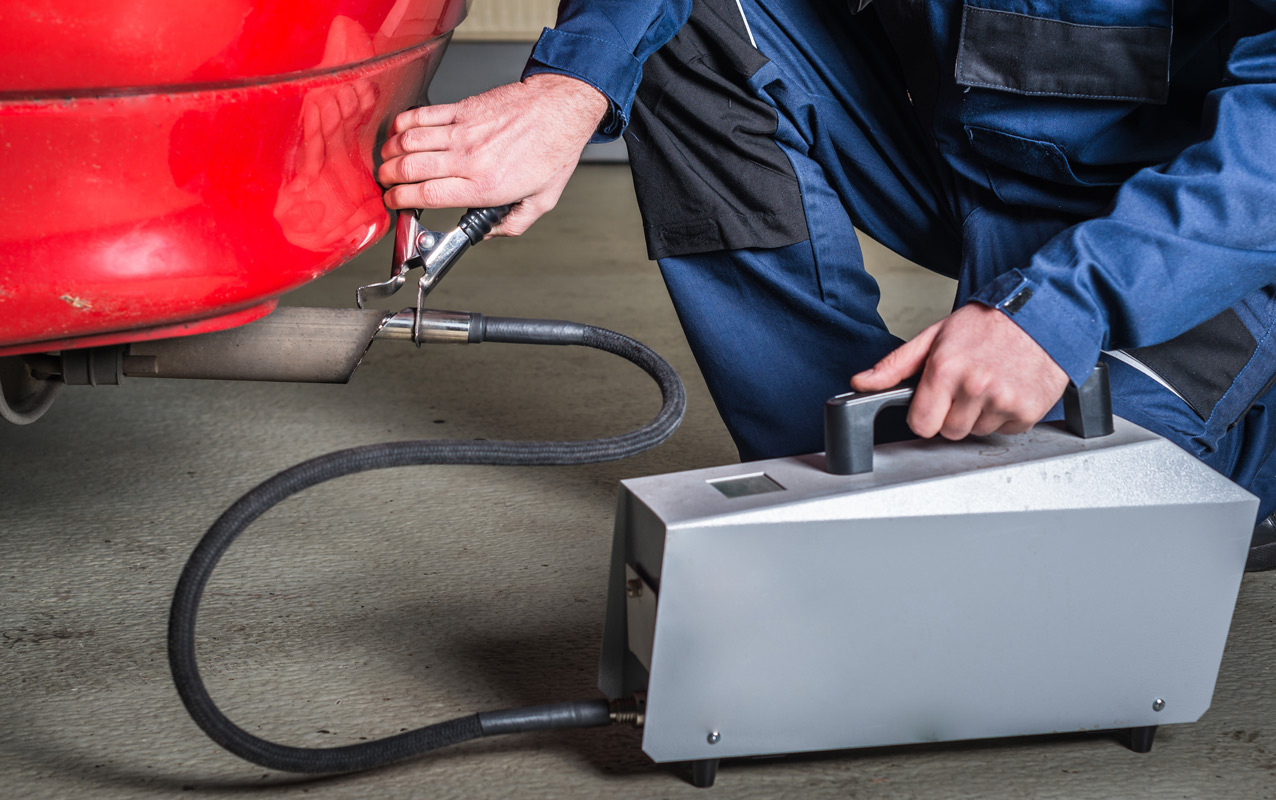 Les points de contrôle technique automobile : la pollution